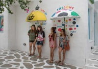 צעירות תאילנד מיטיבות להצטלם